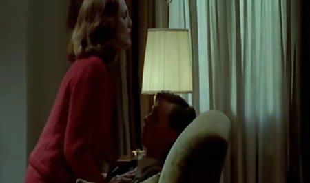 یک پسر با بانداژ روی سرش ، یک دوست داشتنی به دوست صحنه های سکسی فیلم دختر خود داد
