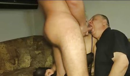 مرد سیاه پوست صحنه های سکسی فیلم فارسی پیچ و تاب خود را از طریق زبان مرطوب الکسا قدم می زد