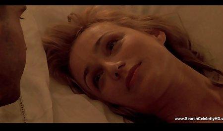 لعنتی خال کوبی Milf صحنه های سکسی فیلم سرنوشت در چمن