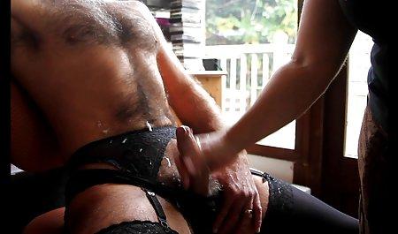 مینکس صحنه های سکسی در فیلم فرار از زندان فعالانه در اتاق خواب خودارضایی می کند