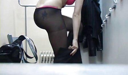 عاشق رابطه جنسی خود را صحنه های سکسی فیلم ها با دیک لاستیکی می کشد