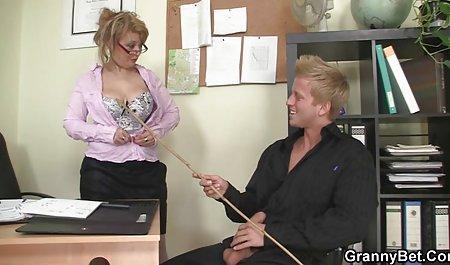 Masseuse با یک بند روی یک مشتری جذاب صحنه های سکسی در فیلم فرار از زندان را لعنت کرد
