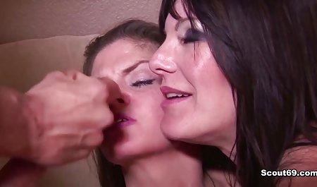 دوست دختر تماشاگر دوست خود را صحنه های سکسی فیلم در اتاق لباسشویی دیک بزرگ می خورد