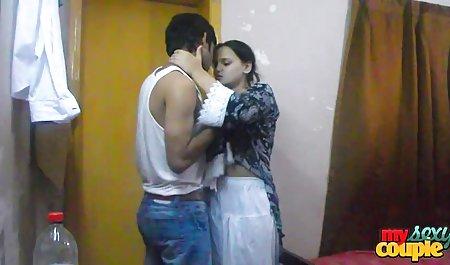 بلوند صحنه سکسی افسانه جومونگ باردار یک دیک پسر را در دهانش گرفت