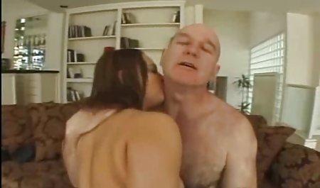 شخص در حال فیلمبرداری از مقاربت با کودک است صحنه های سکسی فیلم افسانه جومونگ