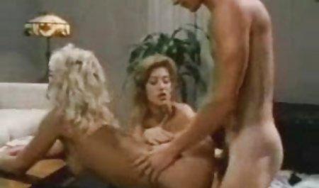 دوست صحنه های سکسی افسانه جومونگ دختر با خونسردی برای دوست پسرش در یک ماشین انجام داد